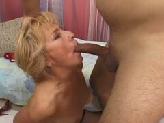 Experienced mature pussy drilled