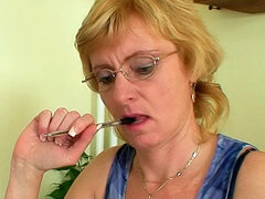 Horny mature teacher double fingers pussy