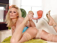 NS EXCLUSIVE- Tiger Woods Mistress: HOLLY SAMPSON - A house call for Holly Sampson always does wonders for our cock and that experienced pussy never lets down a man. Holly swallows all inches down her throat and gets our stiffy stretching hot pink woman l