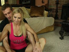 Young fitness trainer turns on slutty milf Brooke Tyler